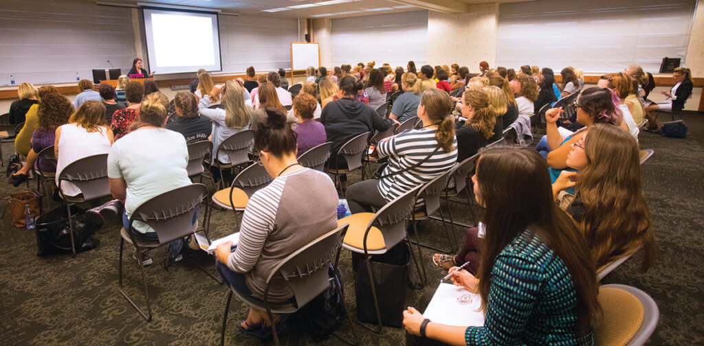 A Purdue Veterinary Conference continuing education session pictured.